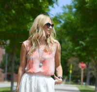 Hillary Dixon @ Style in a Small Town Social Media Influencer Bio on  Socialix