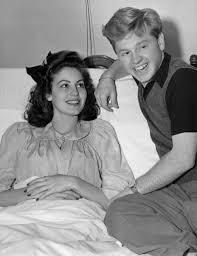 Mickey Rooney visits Ava Gardner, in Hollywood hospital where she ...