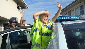 Un Nino Llama Al Numero De Emergencias E Invita A La Policia A Su