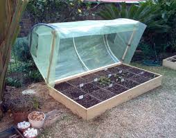 raised bed with hinges