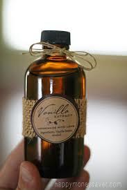 making homemade pure vanilla extract