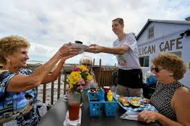Pelican Cafe in Stuart seeks a long term lease from City Commissioners
