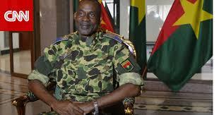 الجيش يعتقل الرئيس ويسيطر على الحكم في بوركينا فاسو ومغردون مصر