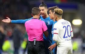 Moviola Lione-Juve: Dybala e Cristiano Ronaldo, contatti in area ...