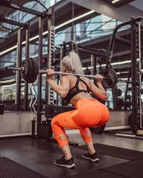 Fit Girl ZA - SQUAT TO MAKE THAT BOOTY HOT! 🔥🔥 _ Now that... | Facebook