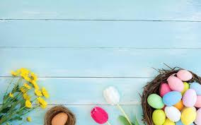 تحميل خلفيات بيض عيد الفصح خلفية زرقاء زهور الربيع الزنبق عيد