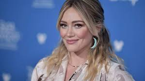 Hilary Duff shares photo of herself relaxing in the pool without ...