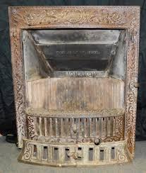 antiguo monarca chimenea de hierro