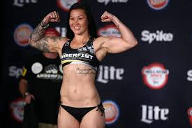 Bellator 206 Prelims: Arlene Blencowe Slam, Hammerfists Dispatch Amber  Leibrock