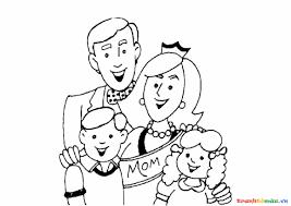 Tô màu bố mẹ cùng 2 con nhỏ chụp ảnh kỷ niệm gia đình