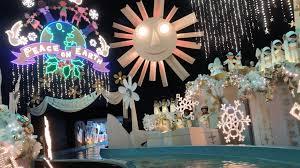 small world holiday 2018 at disneyland