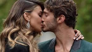 Belen Rodriguez bacia Stefano De Martino su Instagram, lui ...