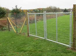 Woven Wire Farm Fence With Smooth Wire And Double Drive Farm Gates Backyard Fences Modern Fence Fence Landscaping
