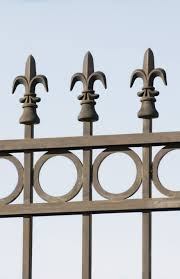 This Fence Is Lined With Our Cast Iron Banana Peel Finial With Round Flat Bottom Offered In Sizes That Fit Over 1 2 1 2020