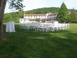lovely setting for the outdoor wedding