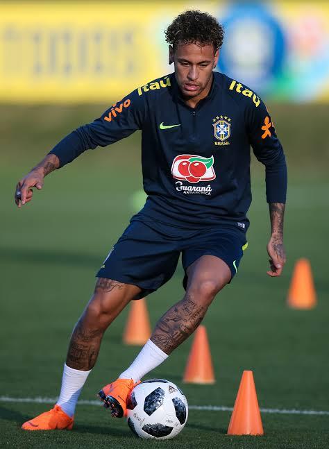 "Image result for Neymar short left foot"""