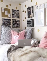 How To Decorate Your Dorm Walls Without Causing Damage Society19 Dorm Room Decor Dorm Wall Decor Unique Dorm Room