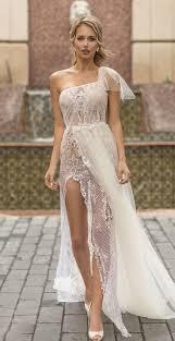 أجمل فساتين زفاف بكتف واحد لعروس2019 مجلة سيدتي