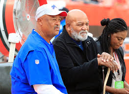 """Harry Scull Jr on Twitter: """"#Bills WR coach Terry Robiskie talks with  Cleveland Browns Hall of Fame running back Jim Brown… """""""