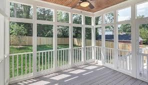 screened porch or sunroom