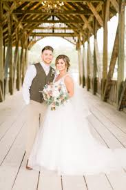 Abby Dixon Weds Tyler Neubauer | Rustic Houston Wedding
