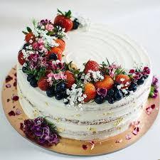 Pin von Ada Powell auf Wedding cake in 2020 | Tortendeko, Rustikale torte,  Beerenkuchen