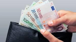 Na dovolenou si většina Čechů vozí hotovost z domova, nejčastěji ...