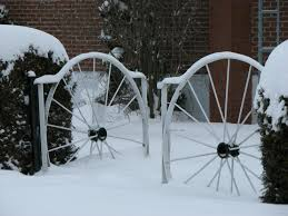 The Wagon Wheel Fence Architecture And Interior Design Trends
