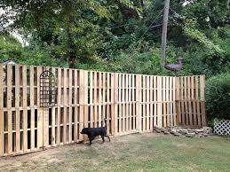 Pallets Are Your New Fence Pallets Are Durable And Most Importantly You Can Actually Get Them For Free Lets C Patio Fence Diy Garden Fence Wood Pallet Fence