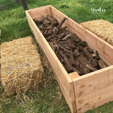 build hugelkultur raised garden beds