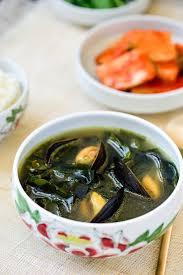 Honghap Miyeokguk (Seaweed Soup with ...