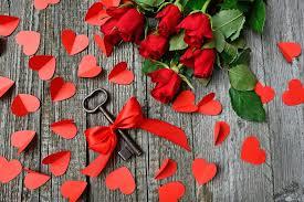 10 صور قلوب حمراء رومانسية وورود جميلة