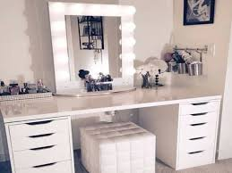 makeup vanity set with lighted mirror