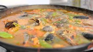How to Make Authentic Seafood Paella ...