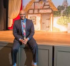 Clayton Shelvin: Staging Artists' Opportunities – New Orleans Living  Magazine