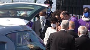In migliaia al funerale di Willy Monteiro a Paliano: tantissimi ragazzi con  la maglietta bianca
