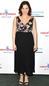 Rachel Bloom: How Much Crazy Ex-Girlfriend Star Really Makes | PEOPLE.com