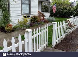 Page 2 House Picket Fence High Resolution Stock Photography And Images Alamy