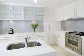 benefits of a glass kitchen splashback