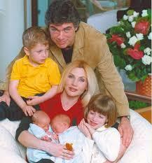 Lorella Cuccarini mostra orgogliosa i suoi figli oggi