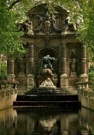 the medici fountain luxembourg