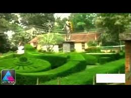 Boundary wall of Accamma Cherian statue lies destroyed for years - YouTube