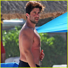 Josh Peck Goes Shirtless at the Beach in Mexico | Josh Peck, Paige ...