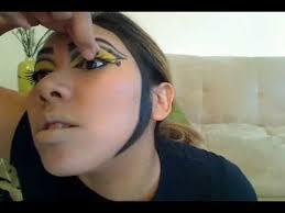 makeup queen bee you