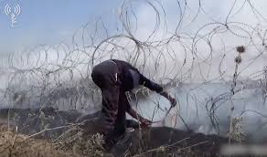4 Gazans Cross Fence Into Israel 300 Burning Kites Sent Over Border In A Month The Times Of Israel