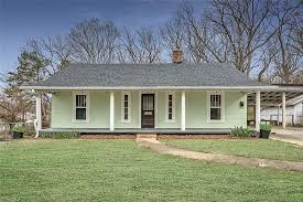 Sold. Deal of the Day! Circa 1931 in North Carolina. That interior!  $169,000 - The Old House Life