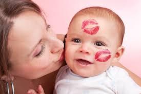 De eerste echte babykus | Mama Love
