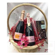 rose chagne gift basket
