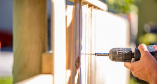 Fencing Laws And Your Neighbors Faqs Findlaw