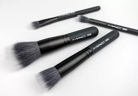 mac keepsakes mineralize brush kit review